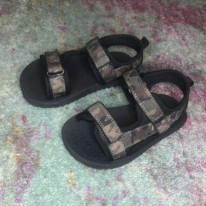 Army Fatigue Sandals. CHILDREN'S PLACE. SZ 9